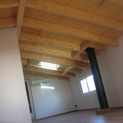 Ampliación vivienda con cubierta de madera