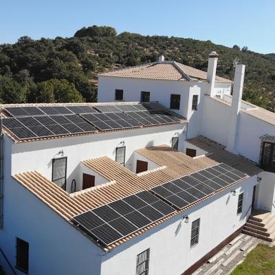 Instalación solar fotovoltaica de autoconsumo para casa de turismo rural