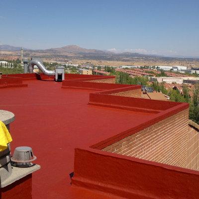 Impermeabilizacion de cubierta ajardinada con piscina sobre locales comerciales