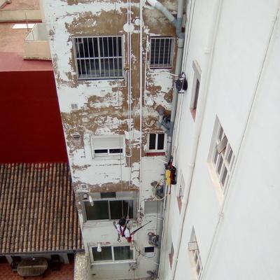 Rehabilitación de patio de luces y fachadas medianeras en Meliana