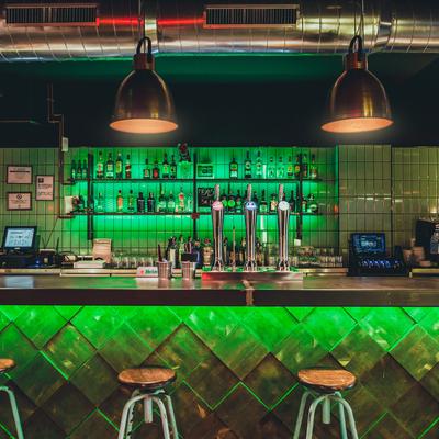 Estilo industrial para un bar acogedor