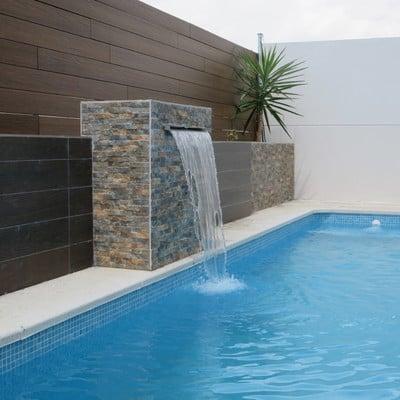 Decoración piscina y jardín.