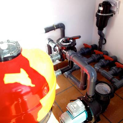 Instalacion de depuradora con Jacuzzi en obra.