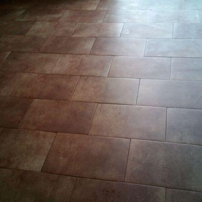 Limpieza de suelo castigado con yeso y pintura
