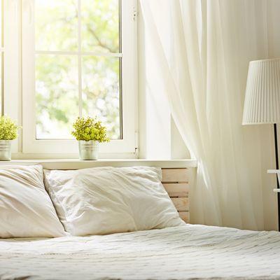 Qué no puede faltar en un dormitorio romántico