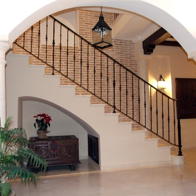 Detalle de escaleras desde patio