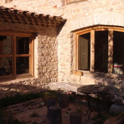 Detalle de las ventanas del comedor y del salón