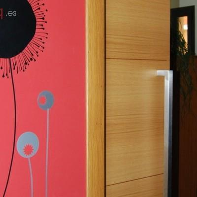 Detalle puerta corredera accesos cocina-salón