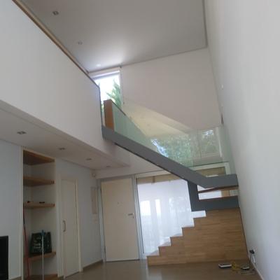 Pintado de vivienda unifamiliar en blanco con equipo Airless