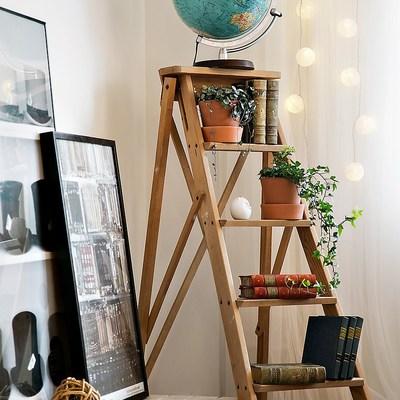 detalle salón con muebles de palets