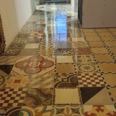 Especialistas en suelos de mosaico hidráulico y cualquier otro tipo de suelos