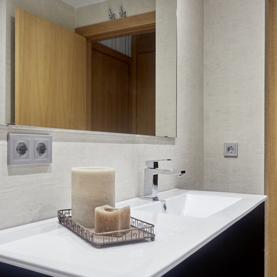 Diseño de Baño Clásico Minimalísta Monocromático