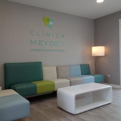 Proyecto de interiorismo y rotulación de Clínica Meyden, Madrid