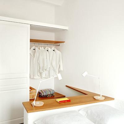 dormitorio blanco de luz natural