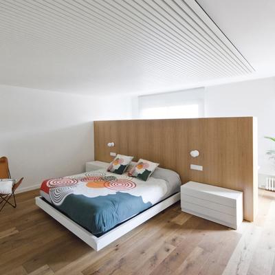 Dormitorio cabecero muro madera