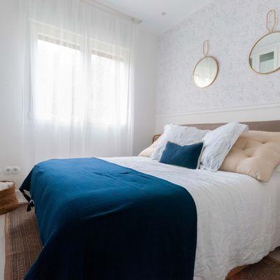 Renueva tu dormitorio gracias a los textiles y papeles pintados de temporada