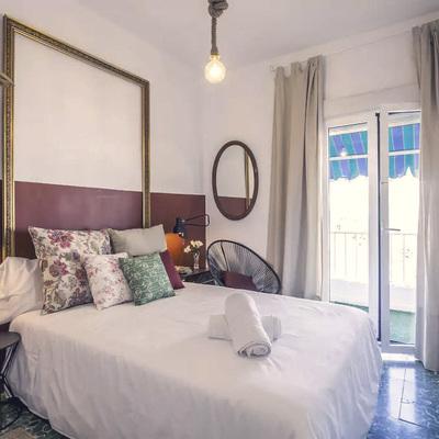 Dormitorio con acceso a balcón