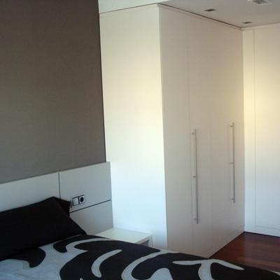 Dormitorio con armario a medida