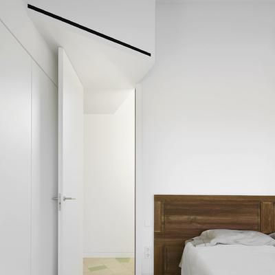 Dormitorio con cabecero reciclado