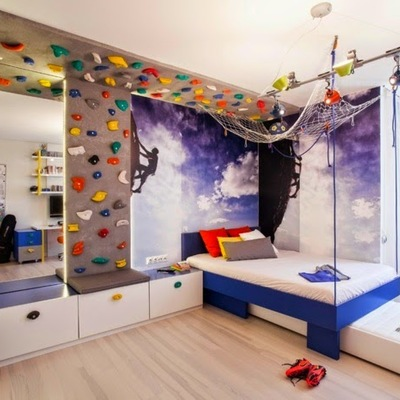 Dormitorio con pared de escalada