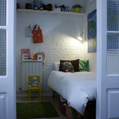 Dormitorio con puertas correderas