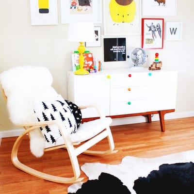 dormitorio con sillón Ikea
