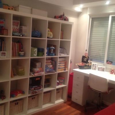Dormitorio infantil con escritorio zapatero + libreria 25 huecos