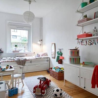 dormitorio infantil  con espacio de juegos