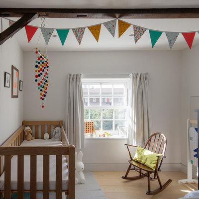 dormitorio infantil con vigas de madera