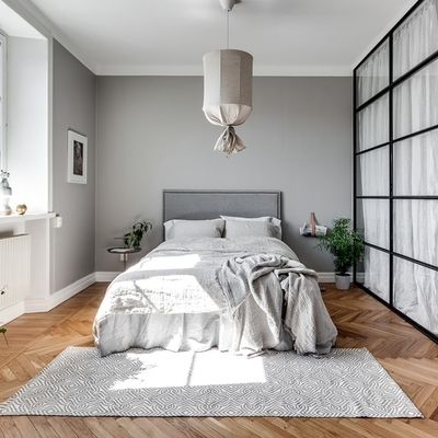 Dormitorio pared gris