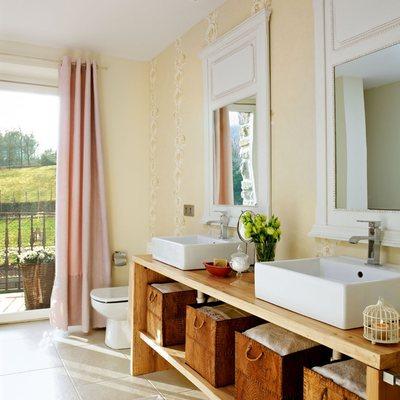 Dos lavabos sobre mueble