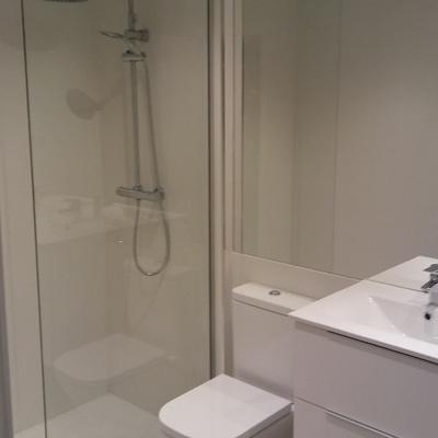 Ducha y lavabo doble