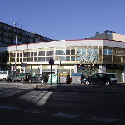 Edificio Comercial Oficinas Y Locales Comerciales Con Aparcamiento