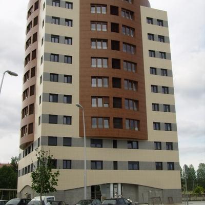 Edificio De Viviendas, Local y Garajes