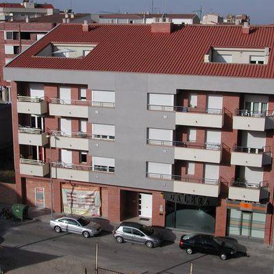 Edificio De Viviendas, Locales Comerciales Y Aparcamiento