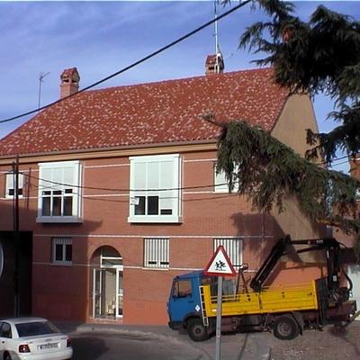 Edificio de viviendas y garaje