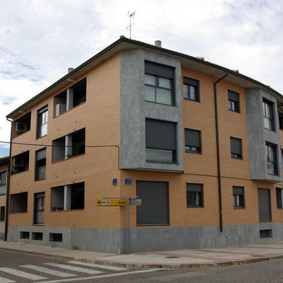 Edificio Zaragoza en Zuera.