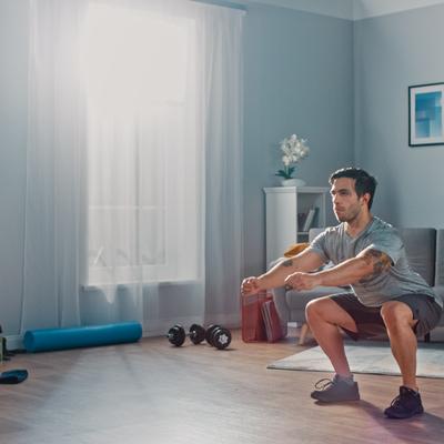 4 tipos de entrenamientos que hacer en casa sin equipamiento