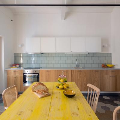 Una casa de líneas sencillas que aprovecha la altura
