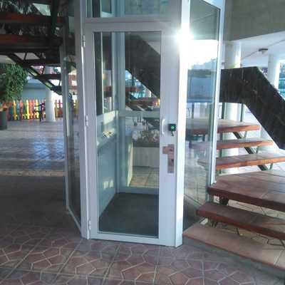 Elevador de media cabina en Torrevieja
