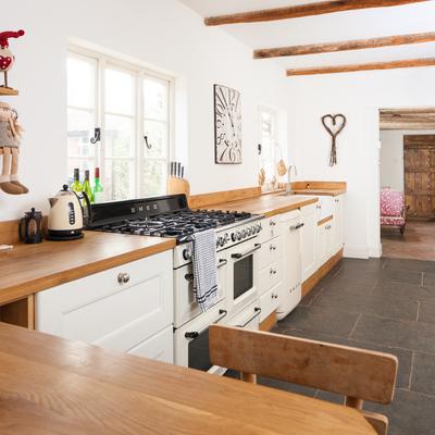 El top 3 en encimeras de cocina: granito, mármol sintético y madera