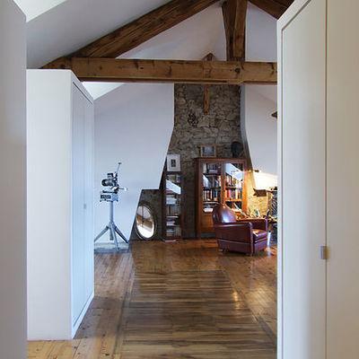 entrada con vigas de madera