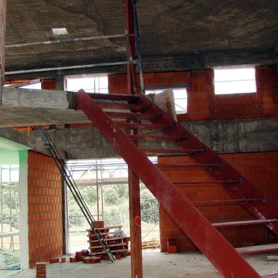 Entrada de la casa y escaleras