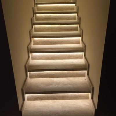 Escaleras en Daino Reale iluminadas