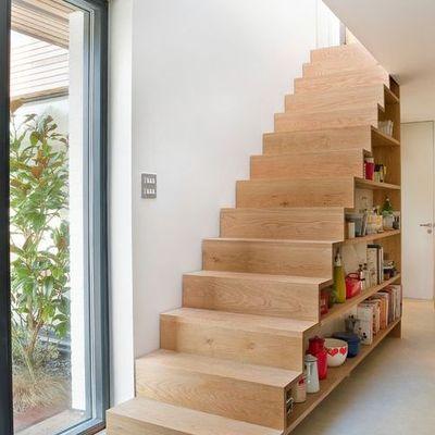 escalera con esoacio de almacenaje