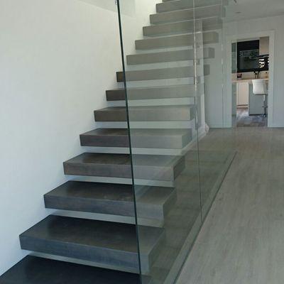 Escalera con cristal templado