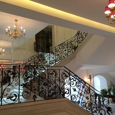 ESCALERA DE HOTEL