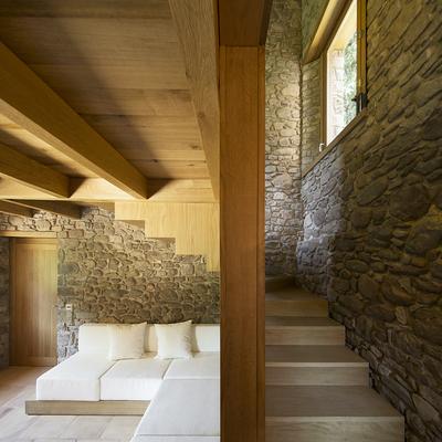 escalera de madera en cajn