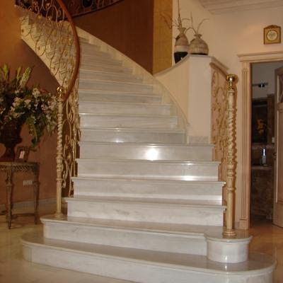 Ideas y fotos de escaleras de estilo cl sico para - Limpieza marmol blanco ...