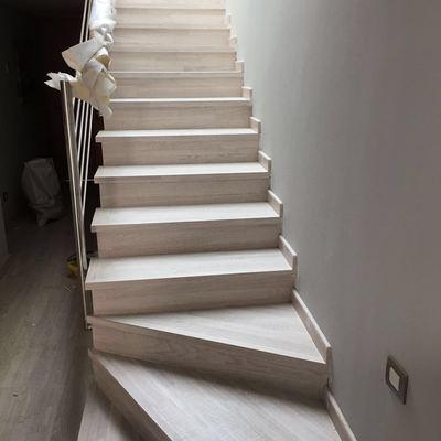 Forrado de escaleras en tarima laminada roble irlandés finfloor